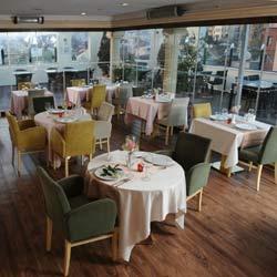 رستوران و بار تراس آلباتروس
