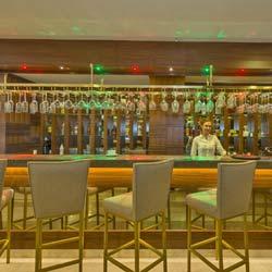 رستوران و بار هتل بکداش دلوکس