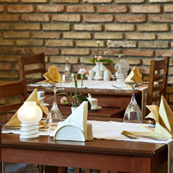 رستوران و بار مدیترا آرت