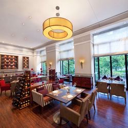 رستوران، کافه و سالن استراحت پارناس