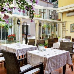 رستوران دیلایت و رستوران گاردن