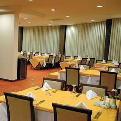 رستوران و بار هتل اوزکایماک پارک