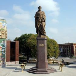 بنای یادبود نظامی گنجوی