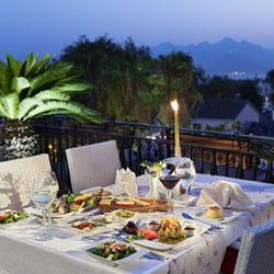 رستوران و بارهای هتل تو تاو آدالیا
