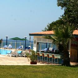 رستوران ناهار کنار استخر و کنار ساحل