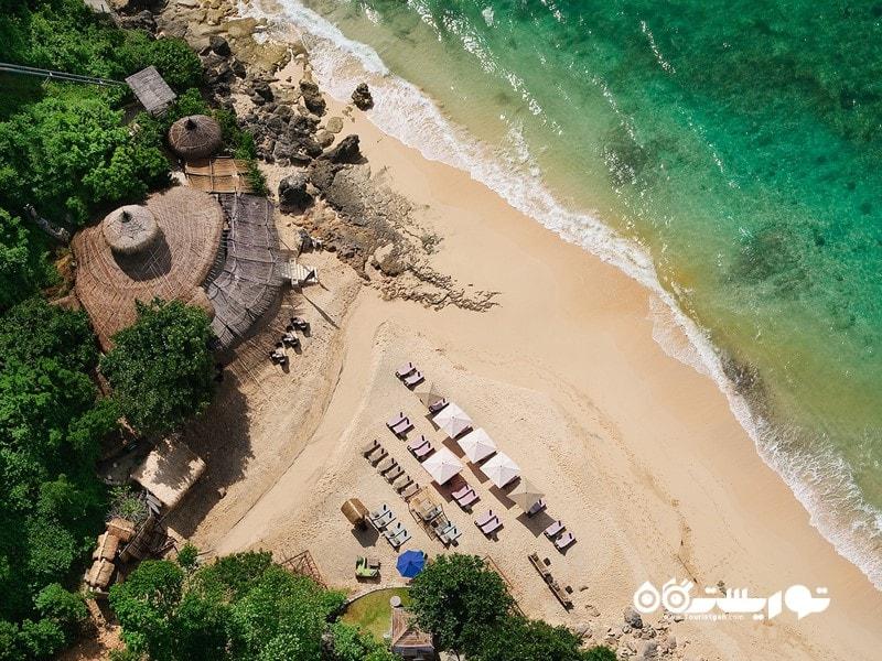 8. در یک ساحل اختصاصی اقامت داشته باشید.