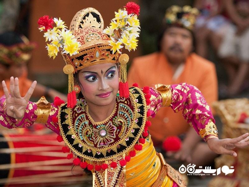 5. به تماشای رقص محلی بالی بروید.