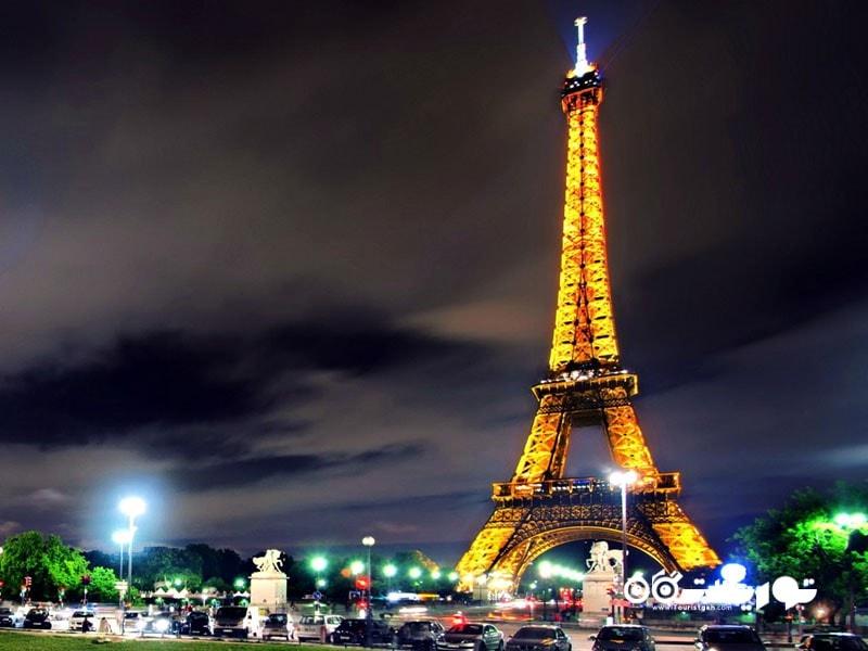 برج ایفل 20 هزار لامپ دارد که از آغاز شب تا 1 بامداد روشن هستند