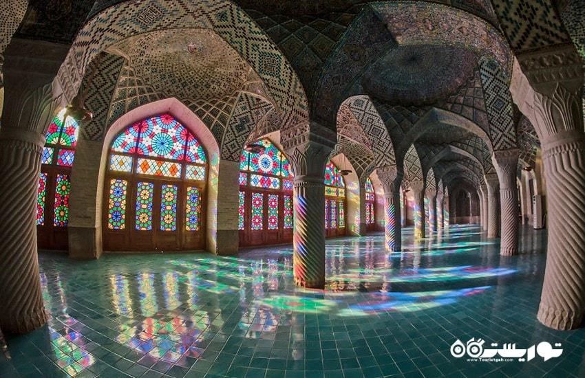 مسجد نصیر الملک، مسجدی از رنگ ها