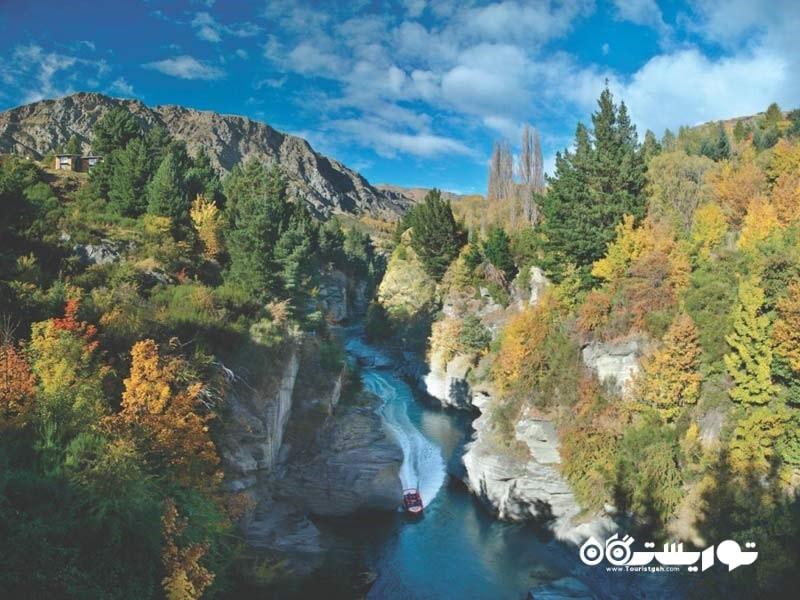 دره ها و دیواره های صخره ای نیوزیلند