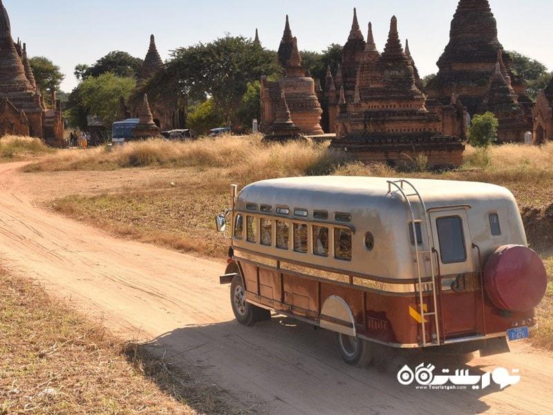 3. یک اتوبوس سنتی برمه در برمه (Burma) و یا همان میانمار