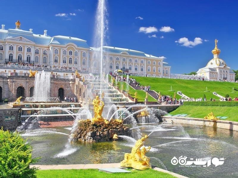 نمای بیرونی کاخ پِتِر هوف (Peterhof Palace)