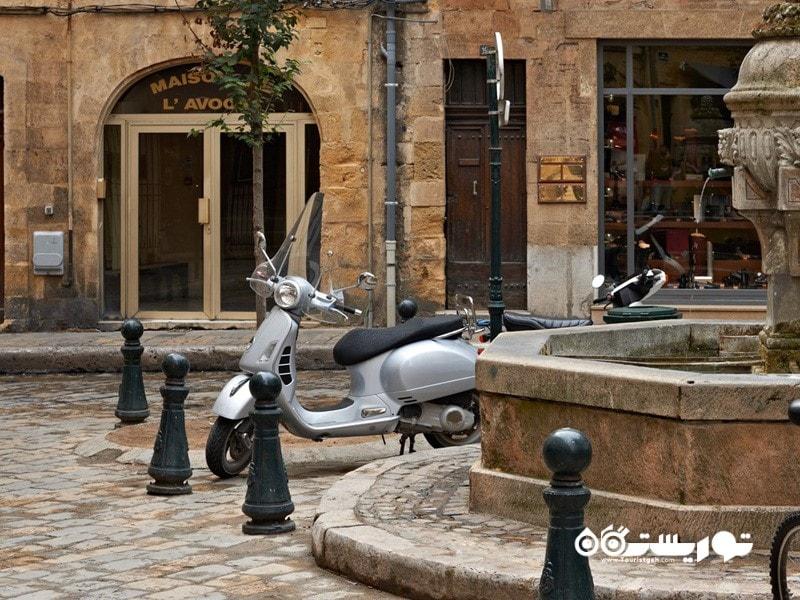 4. آکس ان پروانس (Aix-en-Provence) در کشور فرانسه