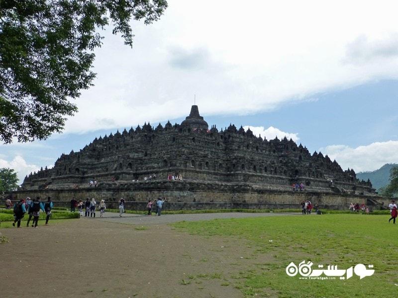 7. از معبد بوروبودور (Borobudur) بازدید کنید.