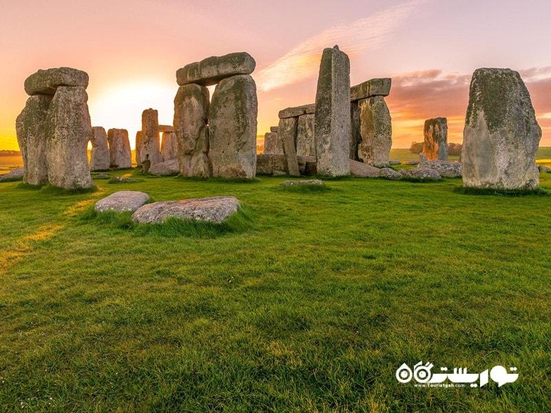 7- استون هنج (Stonehenge) در کشور بریتانیا