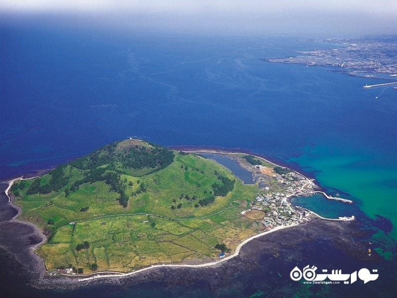 این جزیره مخروطی شکل بیانگدو نام دارد