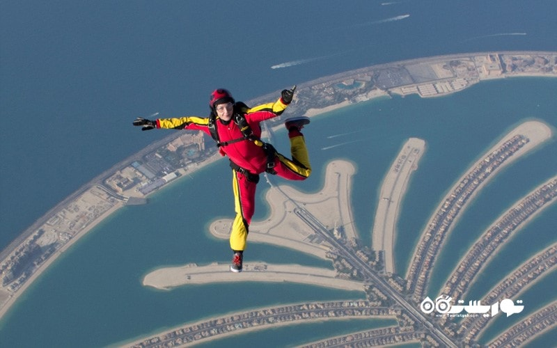 8.  بر فراز جزایر دبی چتر بازی کنید، امارات متحده عربی