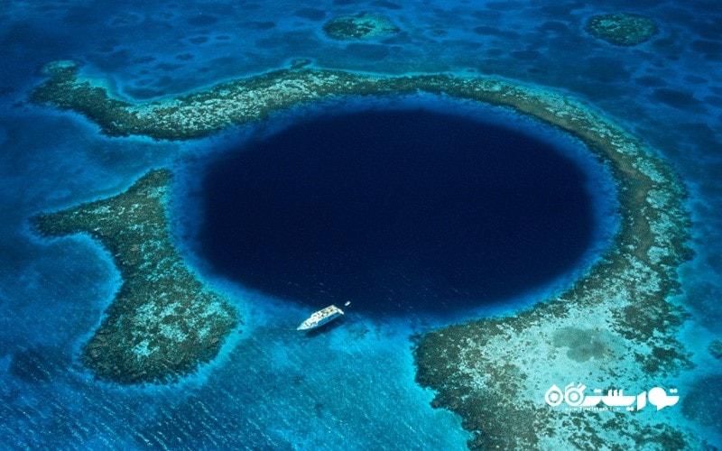 18. بر فراز گودال آبی (Blue Hole) پرواز کنید، بلیز  (Belize)