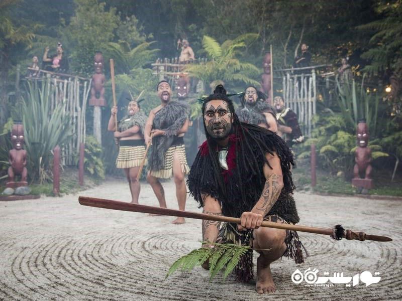 دهکده تاماکی مَئوری (Tamaki Maori) در روتِروآ (Rotorua) نیوزیلند