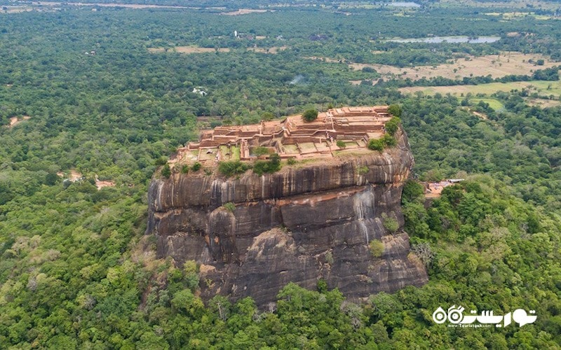 1- دژ سنگی سیگیریا (Sigiriya Rock Fort)
