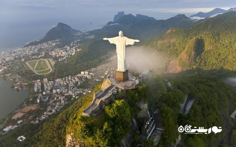 17. با یک هلی کوپتر در آسمان ریو دو ژانیرو پرواز کنید، برزیل