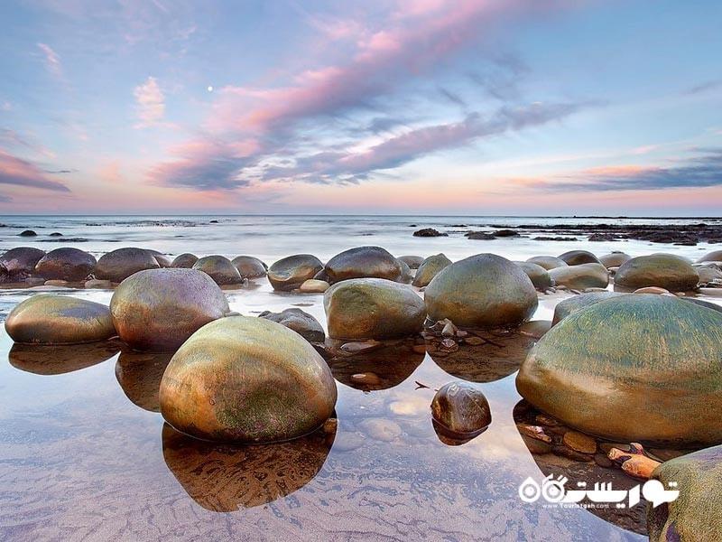 ساحل بولینگ بال (Bowling Ball Beach)