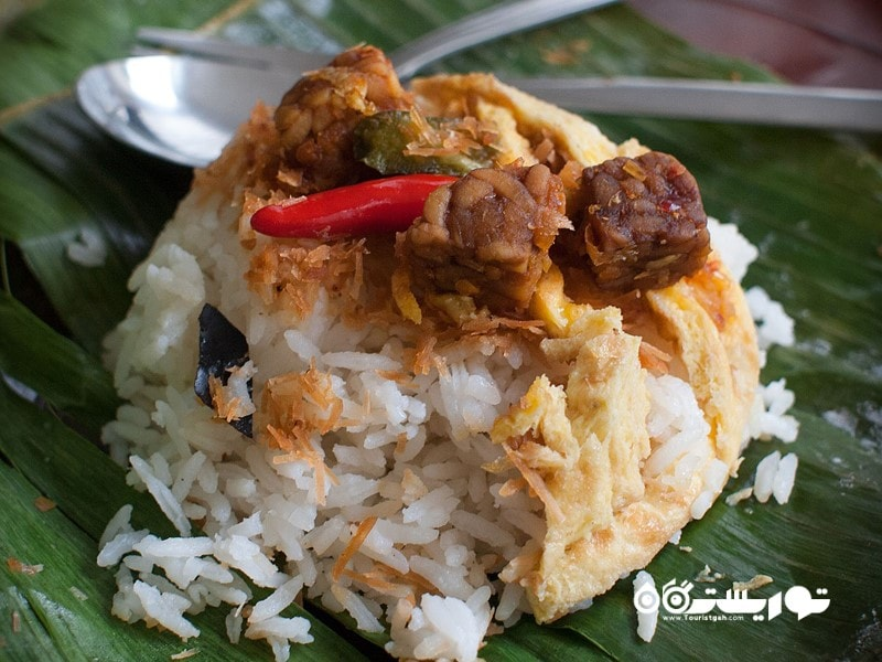 10. تا جایی که میتوانید غذاهای اندونزی را امتحان کنید.