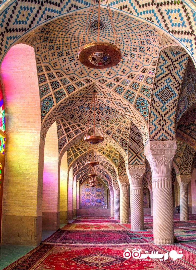 آرامش رنگ ها مسجد نصیر الملک